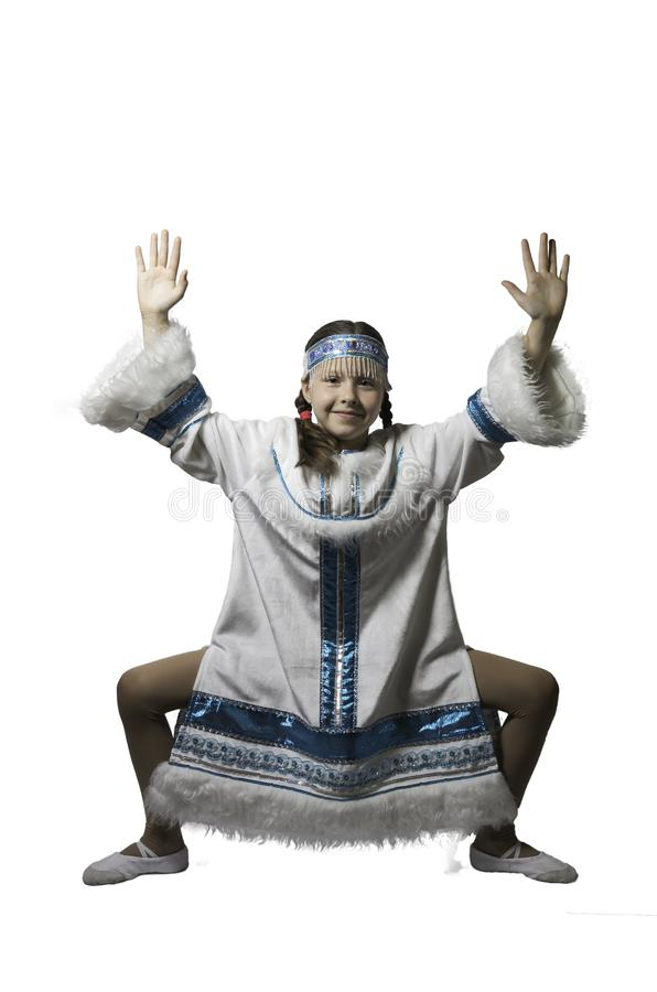 Jugendlichmädchentanzen im nationalen Kostüm der Völker des Nordens Getrennt Getrennt auf wei?em Hintergrund stockbilder