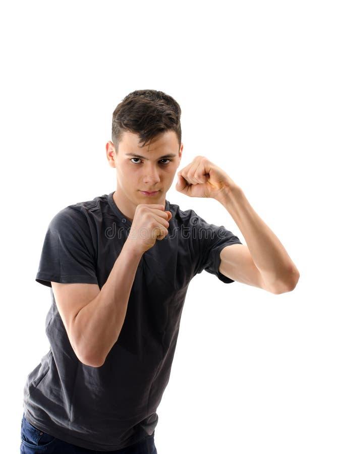 Jugendlichmann in Position für das Boxen lokalisiert auf weißem Hintergrund stockfotos
