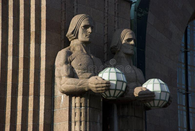 Jugendstilstandbeelden bij station in Helsinki, Finland stock afbeelding