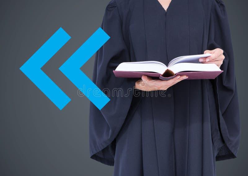 Jugez la mi section avec le livre et la flèche bleue sur le fond gris images libres de droits