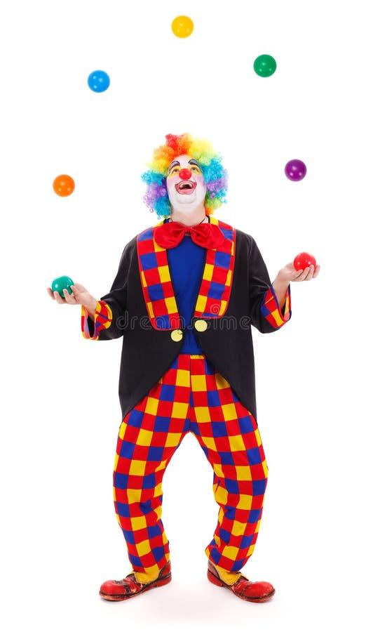 Juggler błazen rzuca kolorowe piłki fotografia royalty free