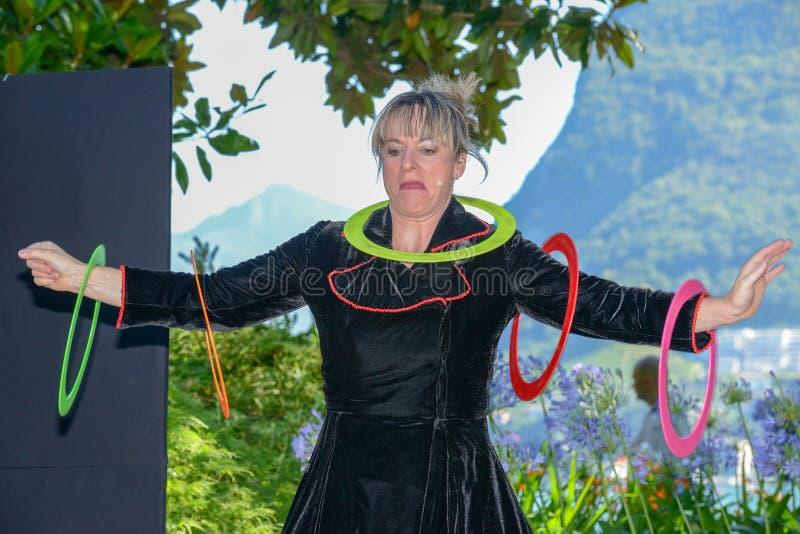 Juggler Gaby Schmutz аншлага дуо на фестивале Buskers стоковые фотографии rf