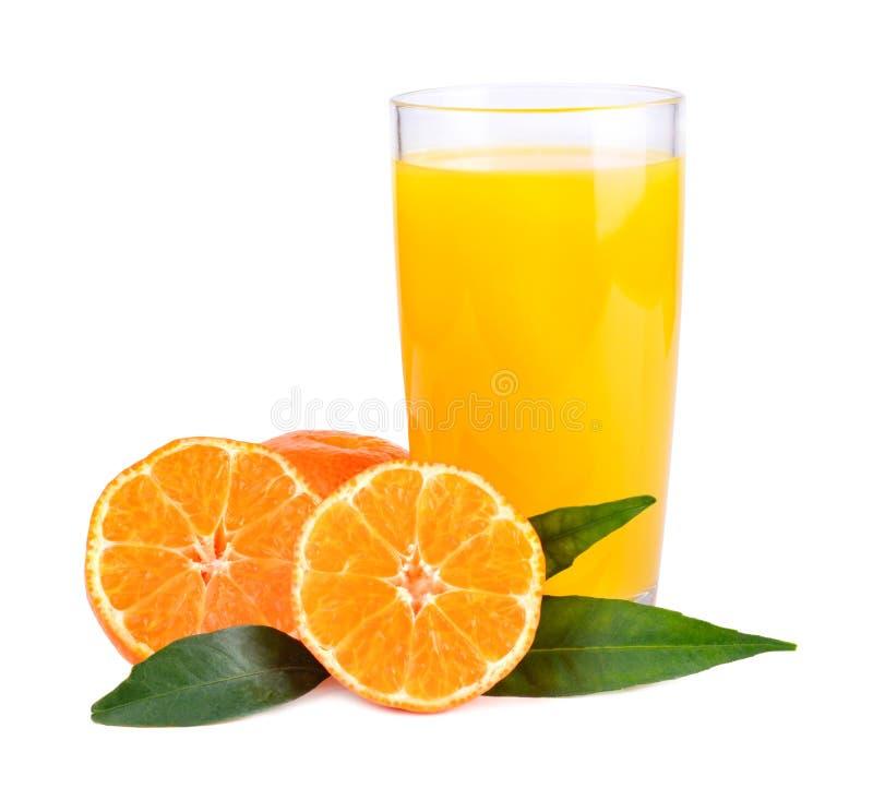 Jugo amarillo de las mandarinas fotos de archivo