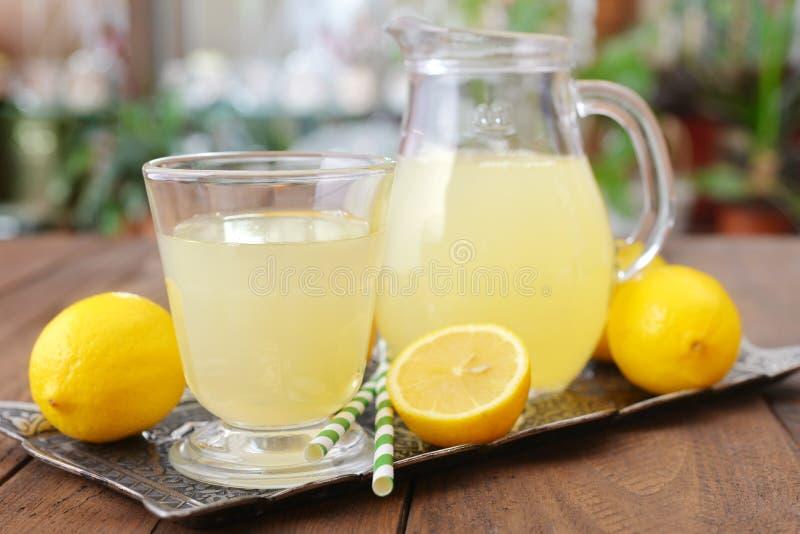 Jugo de limón fotos de archivo