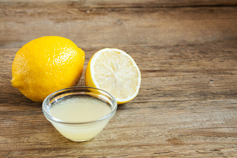 Jugo de limón fresco fotos de archivo libres de regalías