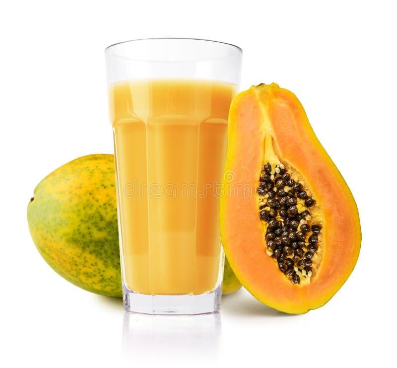 Jugo de papaya en vidrio imágenes de archivo libres de regalías