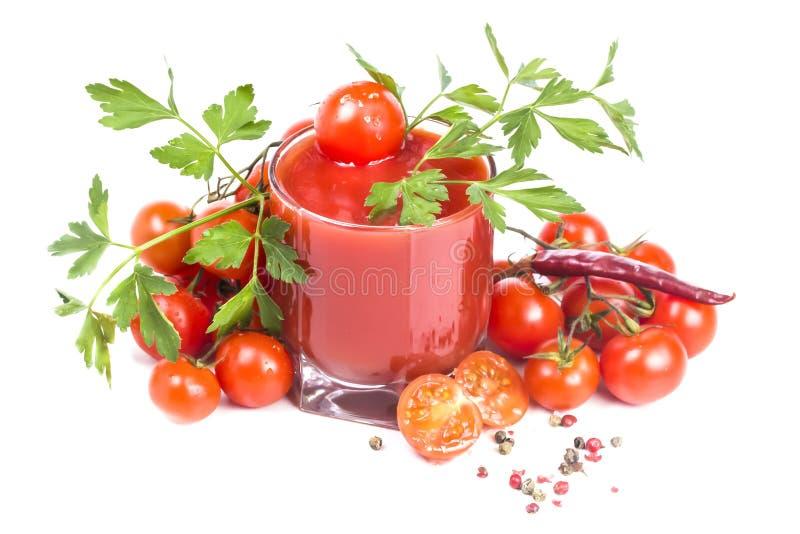 Jugo de tomate y tomate gruesos con pimienta y sal fotografía de archivo