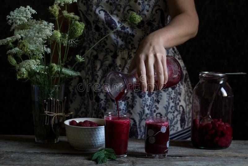 Jugo hecho en casa fresco de la frambuesa hecho de la fruta orgánica del 100% Summ foto de archivo libre de regalías
