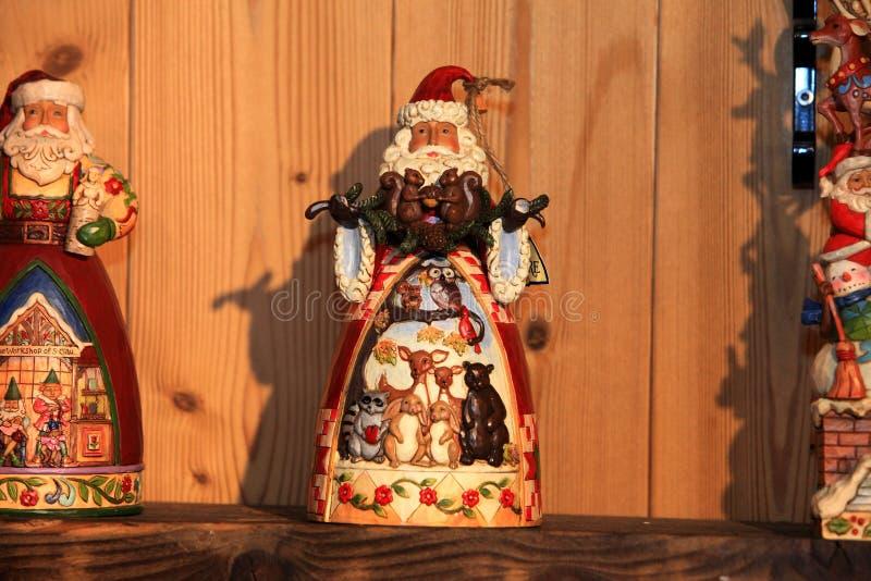 Juguete decorativo de la decoración de la Navidad y del Año Nuevo en estilo retro fotos de archivo libres de regalías