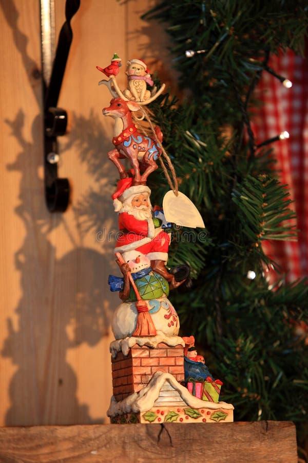 Juguete decorativo de la decoración de la Navidad y del Año Nuevo en estilo retro imagen de archivo libre de regalías