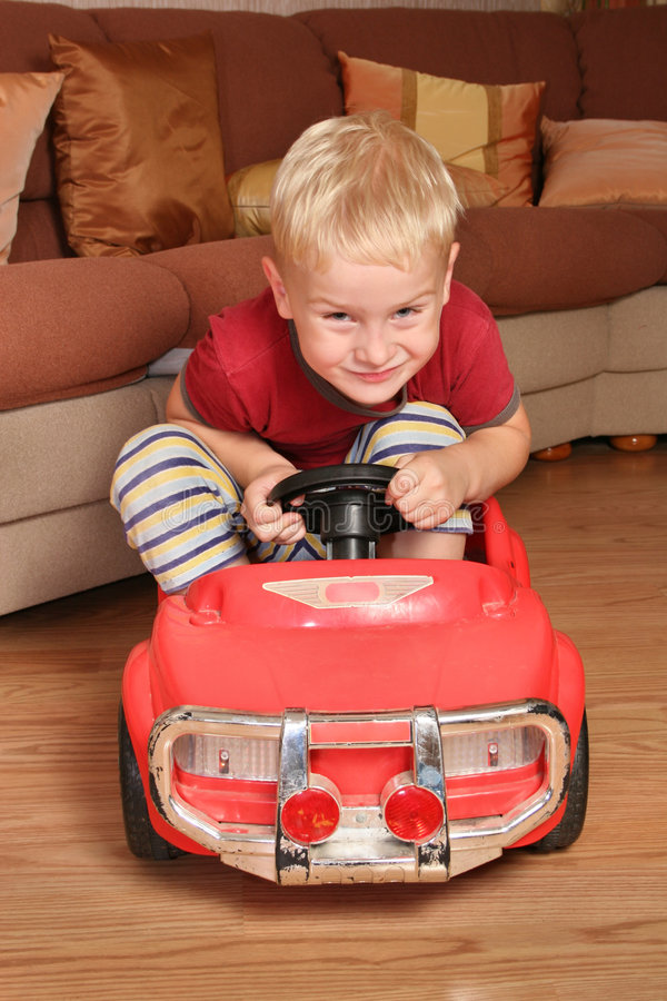 Juguete del coche del muchacho fotos de archivo