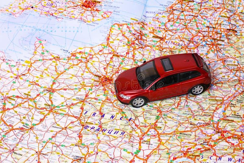 Juguete del coche en mapa foto de archivo libre de regalías