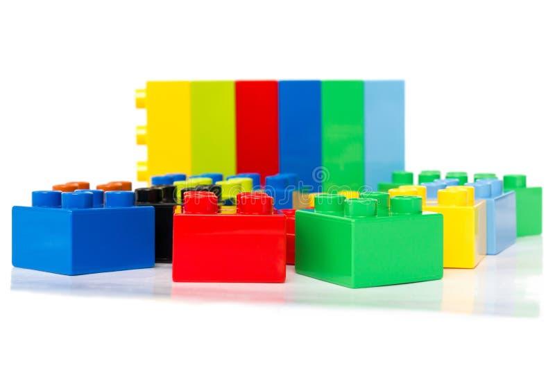 Juguete que construye bloques coloridos imagen de archivo