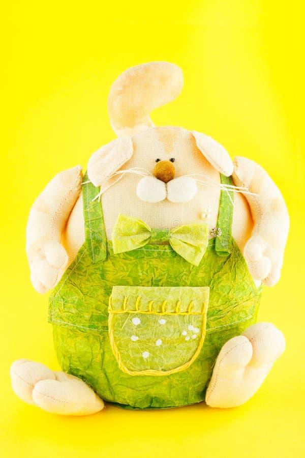 juguete suave Las batas vestidas perro foto de archivo libre de regalías
