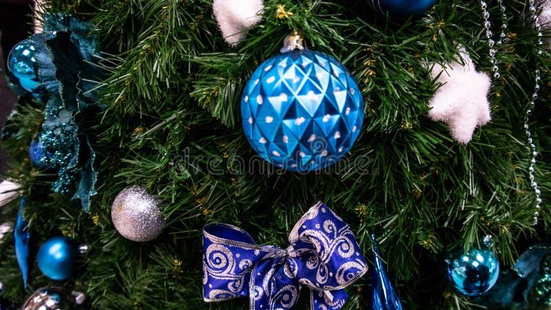 Juguetes de la Navidad, bolas, árbol de navidad Feliz Año Nuevo imagen de archivo libre de regalías