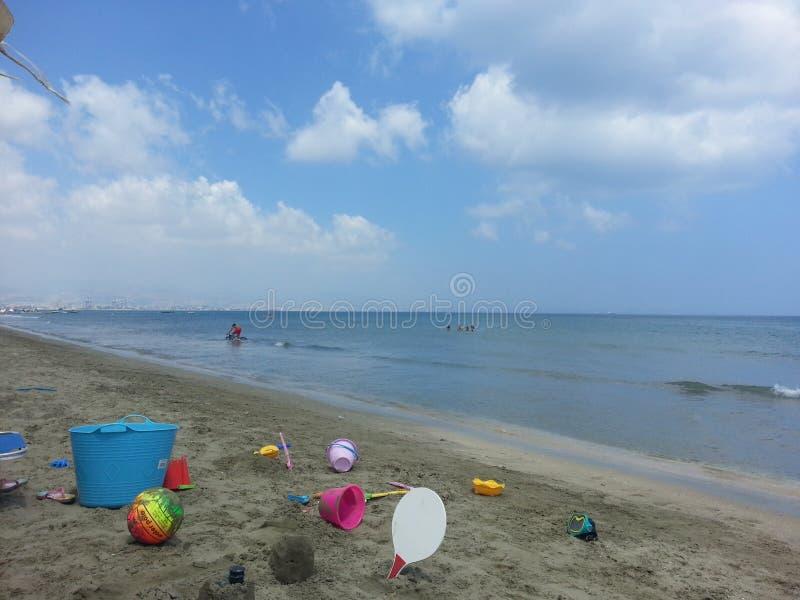 Download Juguetes de la playa foto de archivo. Imagen de bola - 44856194