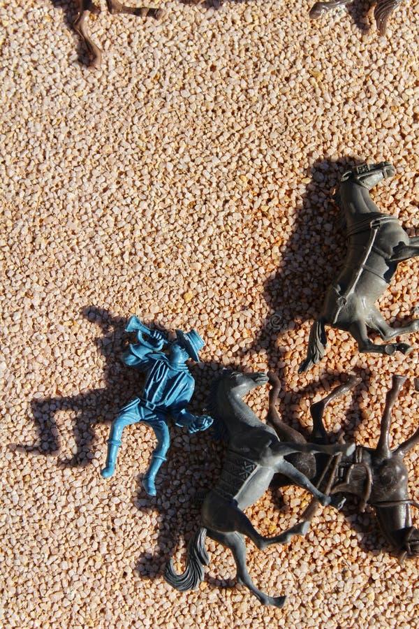Juguetes de los niños sucios en el piso imágenes de archivo libres de regalías