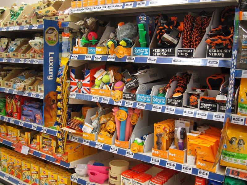 Juguetes del animal doméstico en una tienda. foto de archivo libre de regalías
