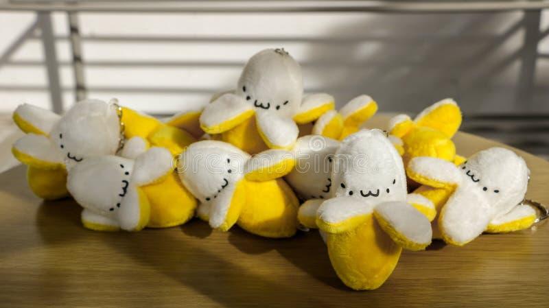 Juguetes suaves rellenos minúsculos lindos de los plátanos Keychain/con las caras divertidas imagenes de archivo