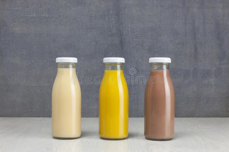 Juice Bottle Mock-Up - tres botellas imagenes de archivo