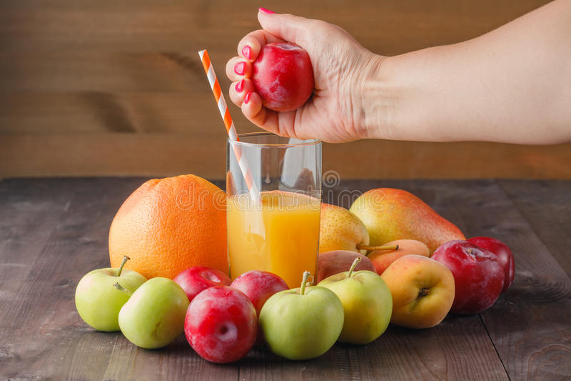 Juicing świeża owoc zdjęcie royalty free