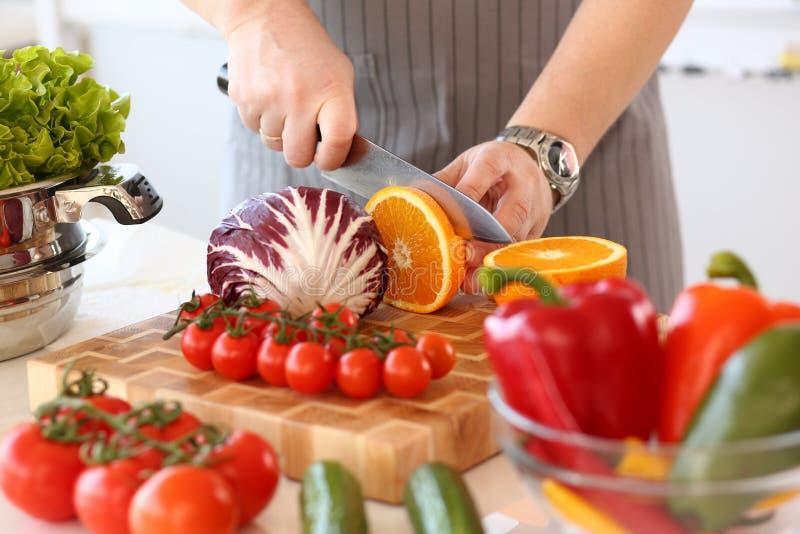 Juicy πορτοκαλιά φωτογραφία κουζινών φρούτων μπριζολών αρχιμαγείρων στοκ εικόνα με δικαίωμα ελεύθερης χρήσης