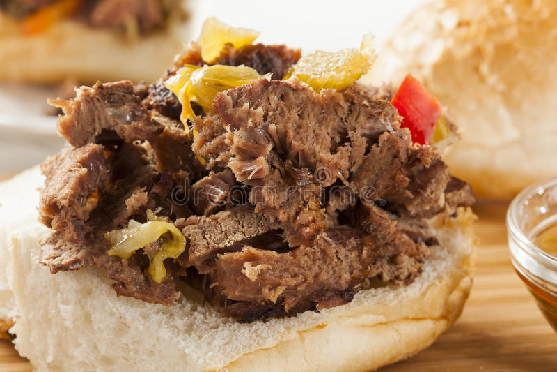 Juicy σπιτικό ιταλικό σάντουιτς βόειου κρέατος στοκ εικόνα