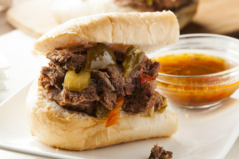 Juicy σπιτικό ιταλικό σάντουιτς βόειου κρέατος στοκ φωτογραφίες