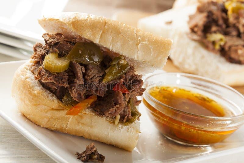 Juicy σπιτικό ιταλικό σάντουιτς βόειου κρέατος στοκ φωτογραφίες με δικαίωμα ελεύθερης χρήσης