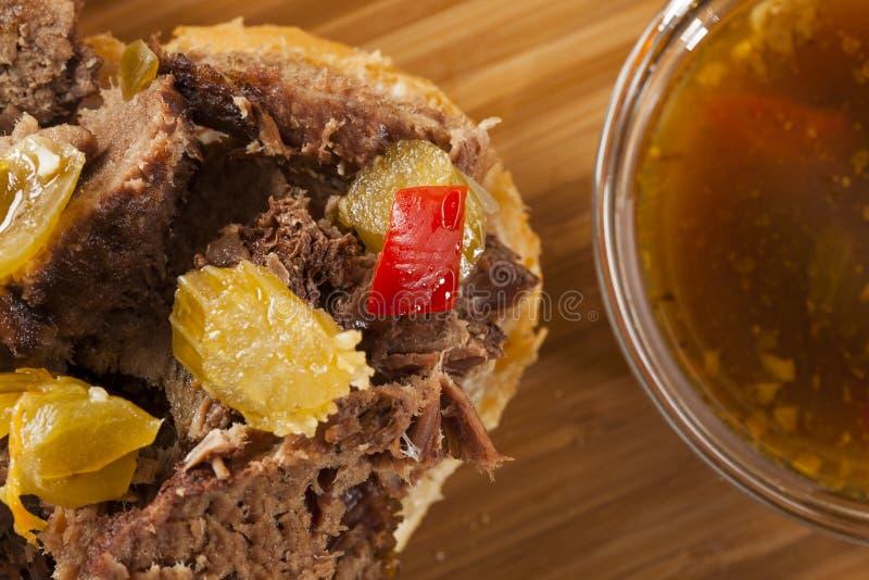 Juicy σπιτικό ιταλικό σάντουιτς βόειου κρέατος στοκ εικόνες με δικαίωμα ελεύθερης χρήσης
