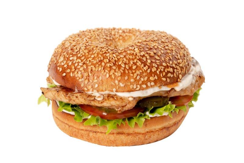 Juicy φρέσκο χάμπουργκερ με το κοτόπουλο απομονωμένο στο λευκό υπόβαθρο στοκ φωτογραφίες