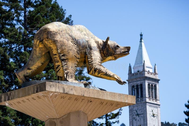 13 juillet 2019 Berkeley/CA/Etats-Unis - statue d'or d'ours sur le campus d'Uc Berkeley, symbole d'Uc Berkeley et ses équipes spo image stock