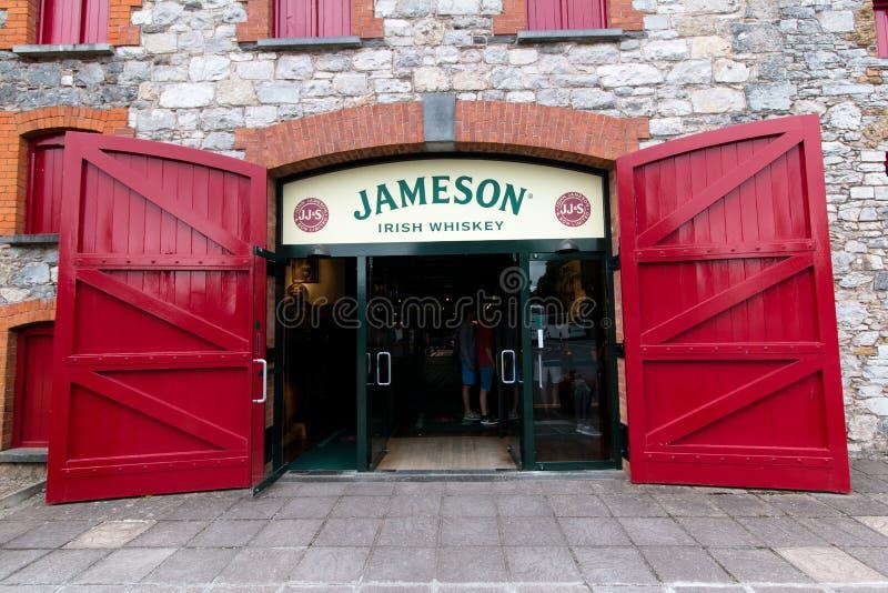 29 juillet 2017, les distillateurs marchent, Midleton, liège de Co, Irlande - entrée principale à Jameson Experience image stock