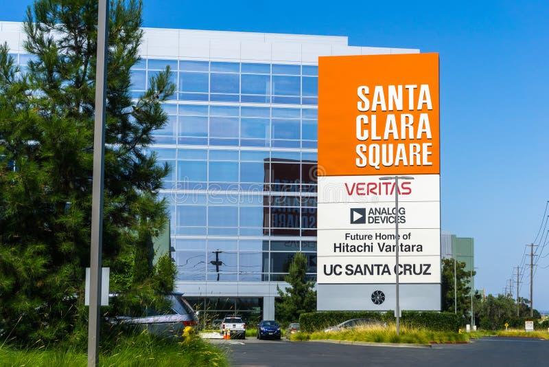 31 juillet 2018 Santa Clara/CA/Etats-Unis - les nouveaux immeubles de bureaux de Santa Clara Square le long de l'autoroute de Bay images libres de droits