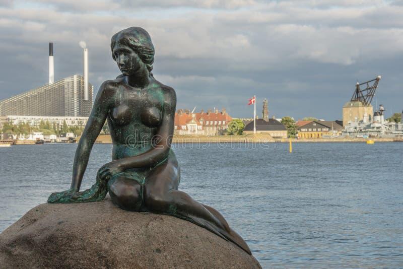 Juillet, 8 2018 - une vue de la petite statue de sirène à Copenhague Danemark photographie stock libre de droits