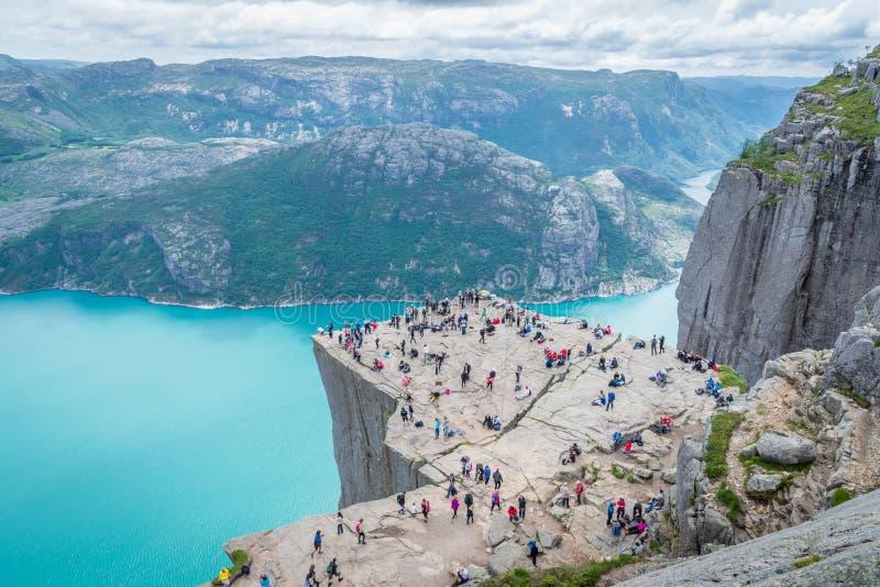19 juin 2016 Stavanger, Norvège : Roche Preikestolen de pupitre image stock