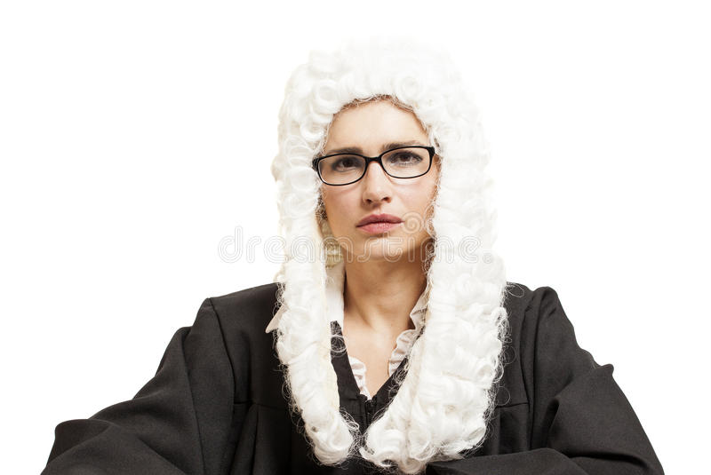 Juiz fêmea que veste uma peruca e um envoltório traseiro com monóculos foto de stock