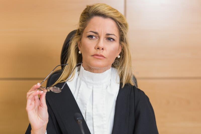Juiz severo que olha afastado fotografia de stock