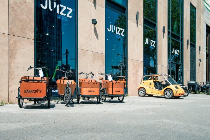 JUIZZ Άμστερνταμ νοικιάζει ένα ηλεκτρικό ποδήλατο στοκ φωτογραφίες