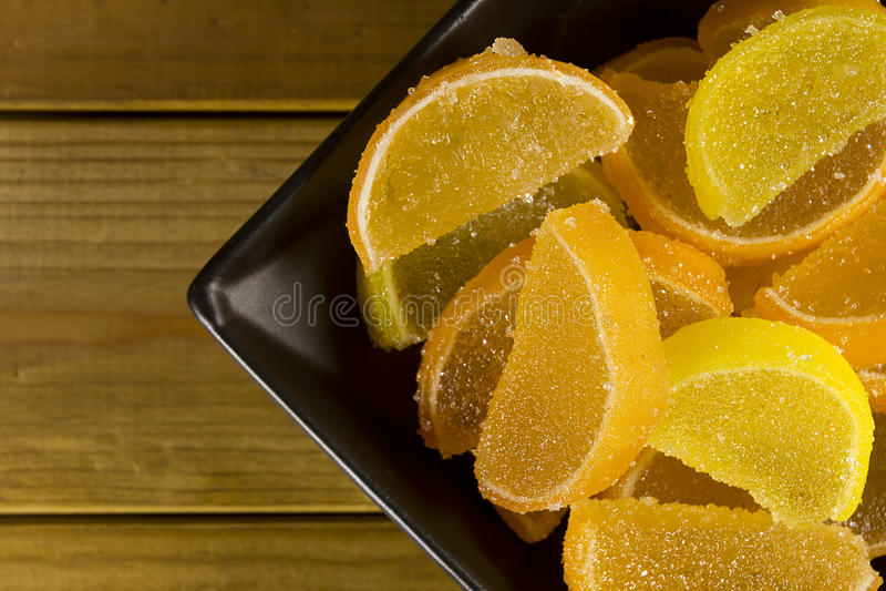 Jujuba dos doces como o limão e fatias alaranjadas fotografia de stock royalty free