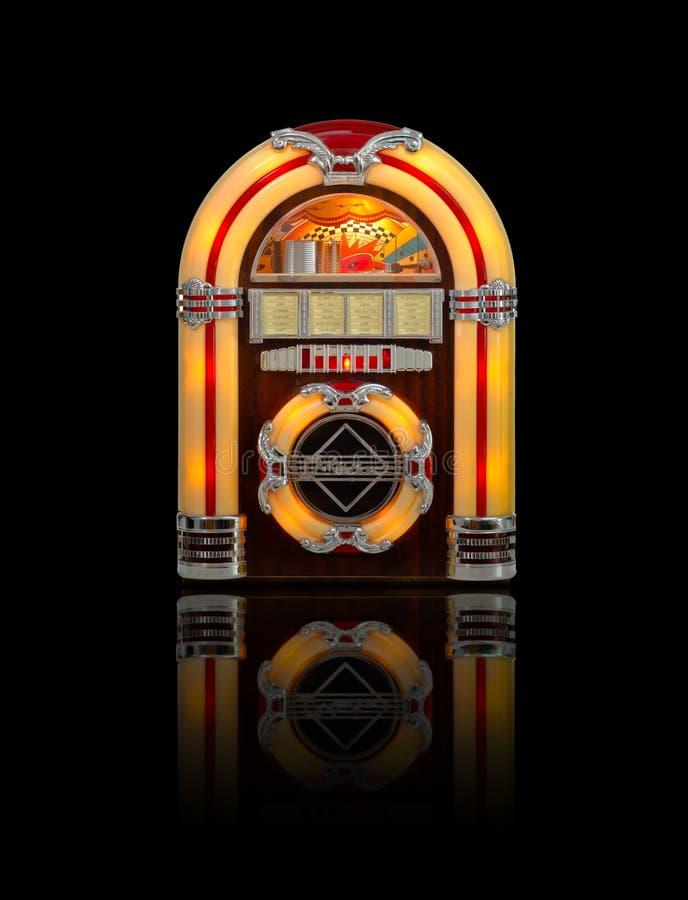 Jukebox som isoleras på black arkivfoto