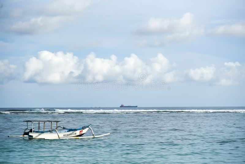 Jukung传统巴厘岛渔船 库存图片