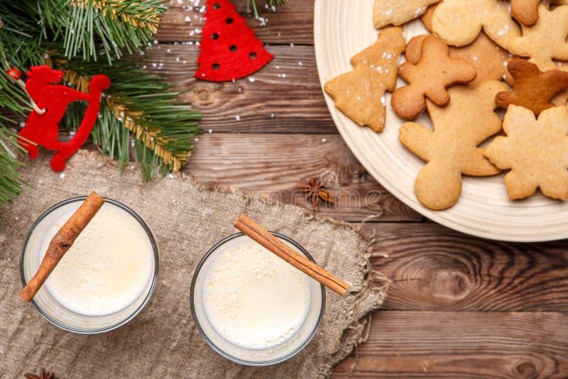 Julägg-flip, kakor på tabellen royaltyfria foton