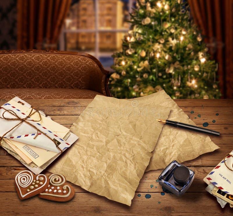 Julönskelistabokstav till jultomten royaltyfri fotografi