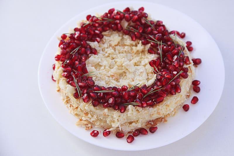 Jul bär frukt kakan, pudding på den vita plattan Traditionell efterrätt för nytt år arkivfoto