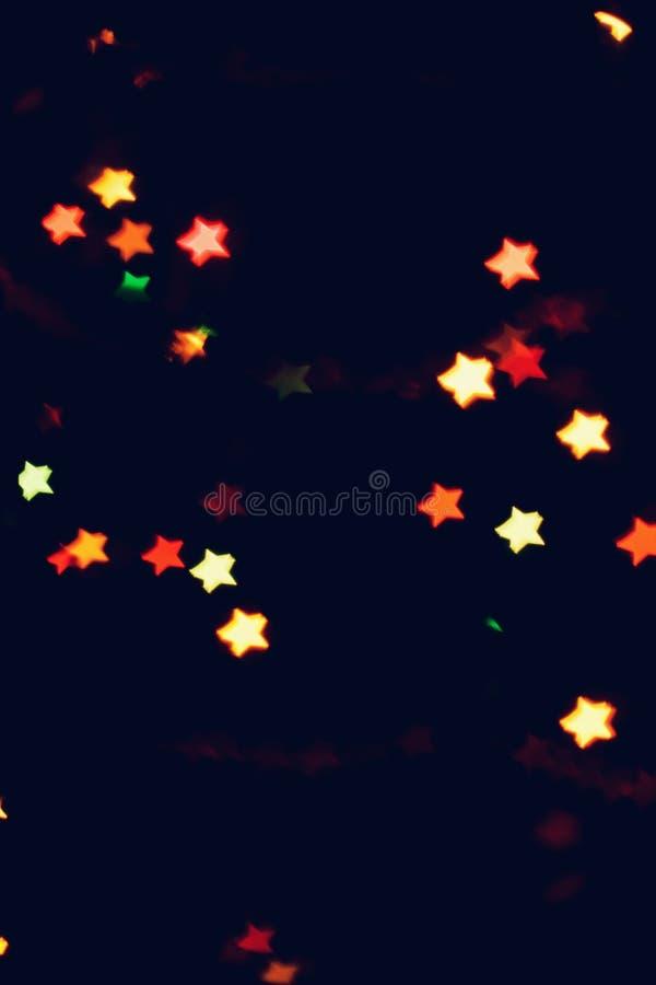 Jul bakgrund för det nya året med härlig stjärnabokeh av den färgrika girlanden tänder arkivbild