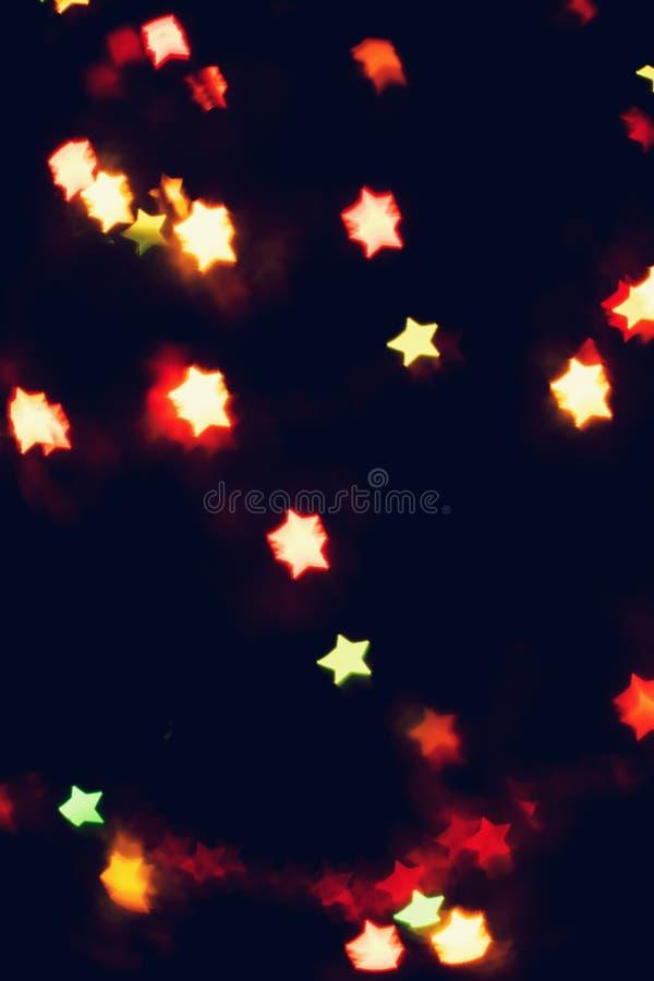 Jul bakgrund för det nya året med härlig stjärnabokeh av den färgrika girlanden tänder fotografering för bildbyråer