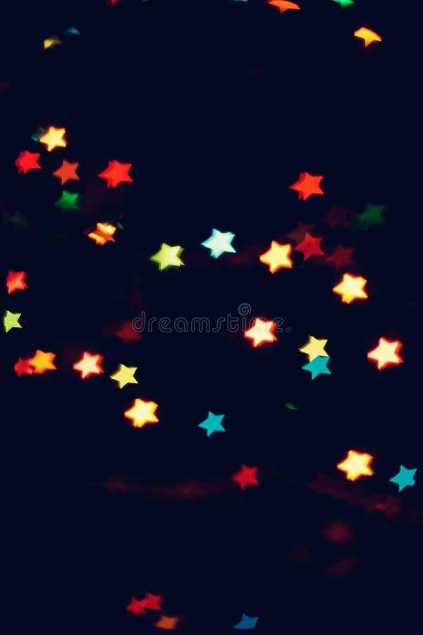 Jul bakgrund för det nya året med härlig stjärnabokeh av den färgrika girlanden tänder royaltyfria foton