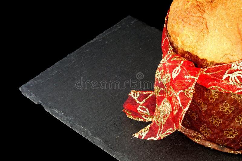 Jul bakgrund, slut upp på panettonen med det röda bandet arkivfoto