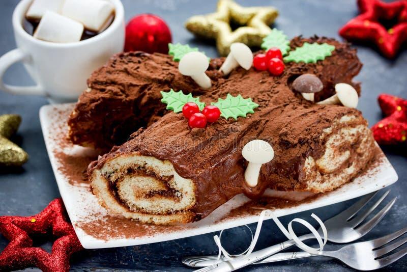 Jul Bush de Noel - hemlagad kaka för chokladyulejournal, Chri royaltyfri fotografi